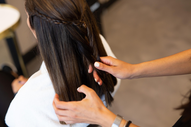 12 συνήθειες που πρέπει να υιοθετήσετε για υγιή μαλλιά